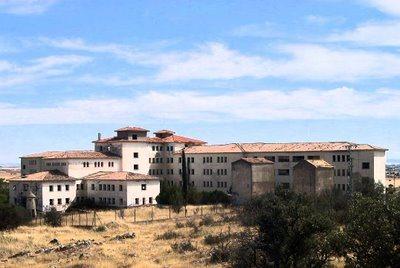 Hospitales y Sanatorios con leyendas y apariciones abandonados en España La-atalaya_zpsea86d11b