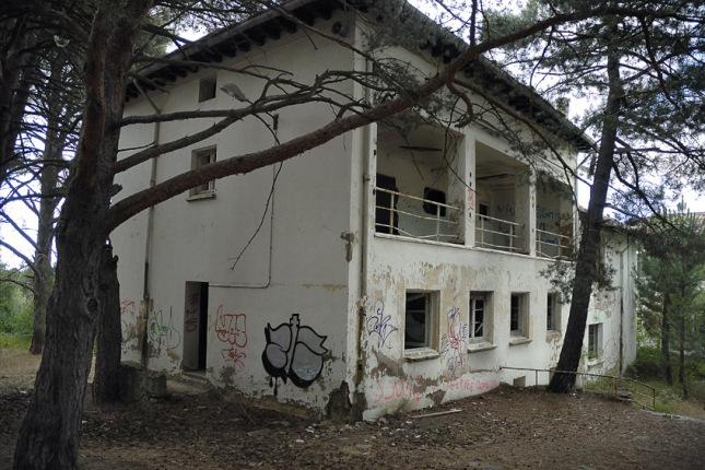 Hospitales y Sanatorios con leyendas y apariciones abandonados en España Sanatorioagramonte2_zpsacf095e1