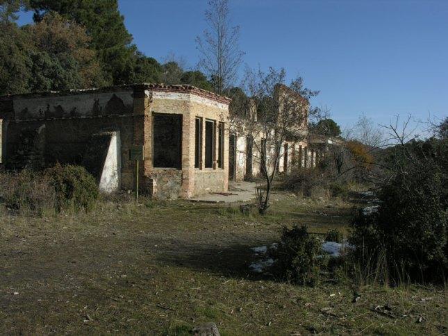 Hospitales y Sanatorios con leyendas y apariciones abandonados en España Sanatorioalfaguara2_zps941f9fc0