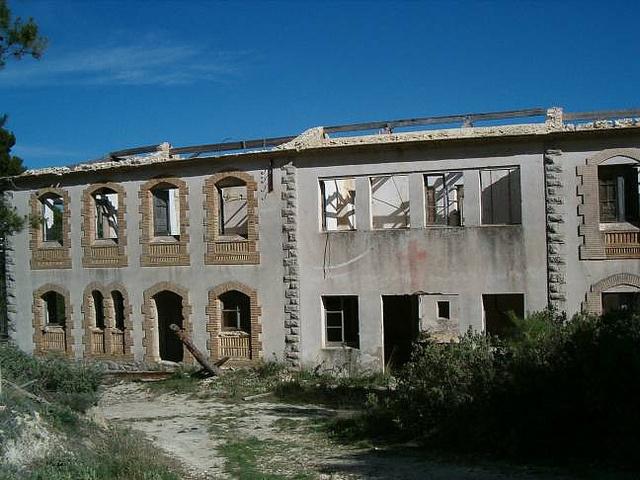 Hospitales y Sanatorios con leyendas y apariciones abandonados en España Torremamzas2_zps7926bb2b