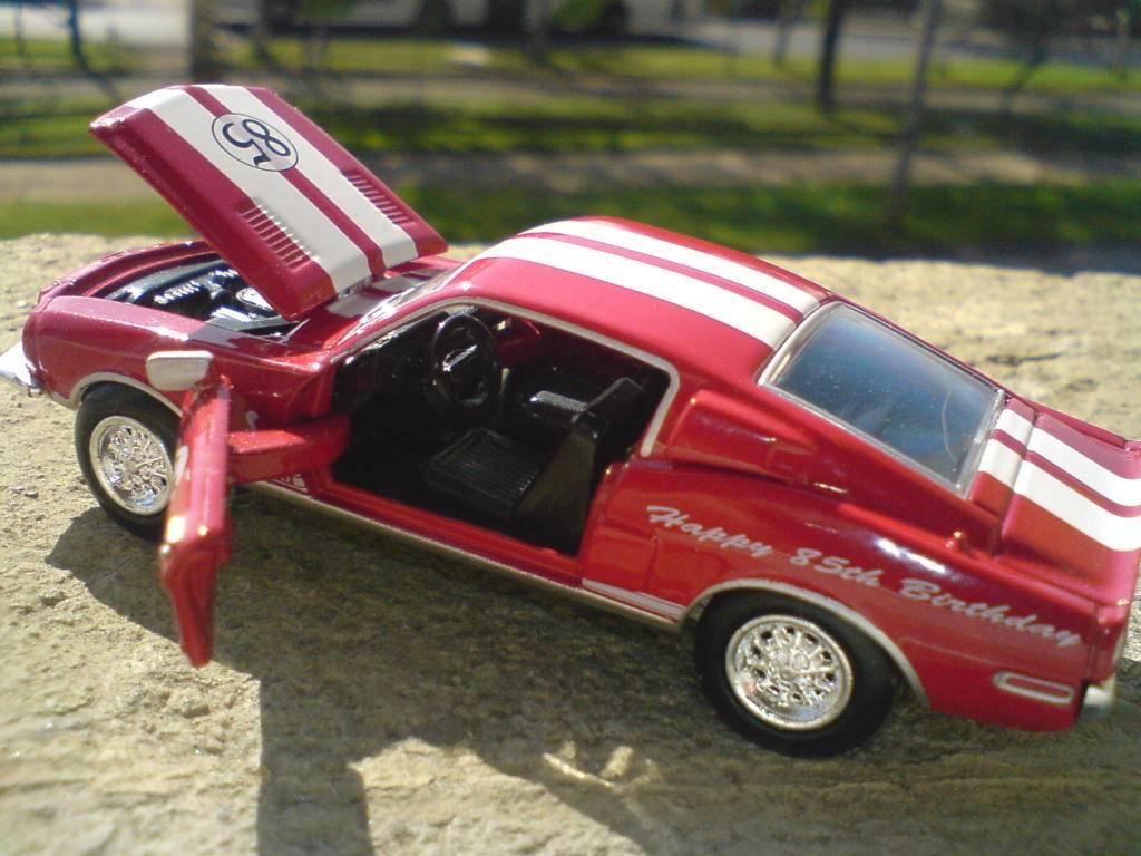 Un pequeño homenaje a Carrol Shelby DSC00268