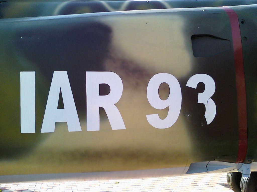 IAR-93 expus la Rosiorii de Vede - Pagina 2 120925_095043