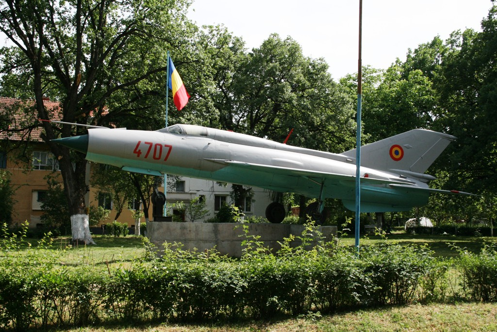 MiG-21 expus la Deveselu (Colonia aviatorilor) IMG_8901_zps6331cfea