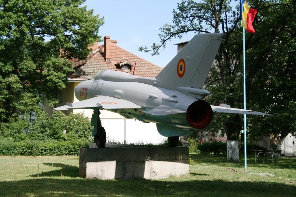 MiG-21 expus la Deveselu (Colonia aviatorilor) IMG_8909_zpsa4808d15