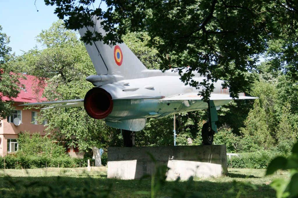 MiG-21 expus la Deveselu (Colonia aviatorilor) IMG_8913_zpsb111b52b