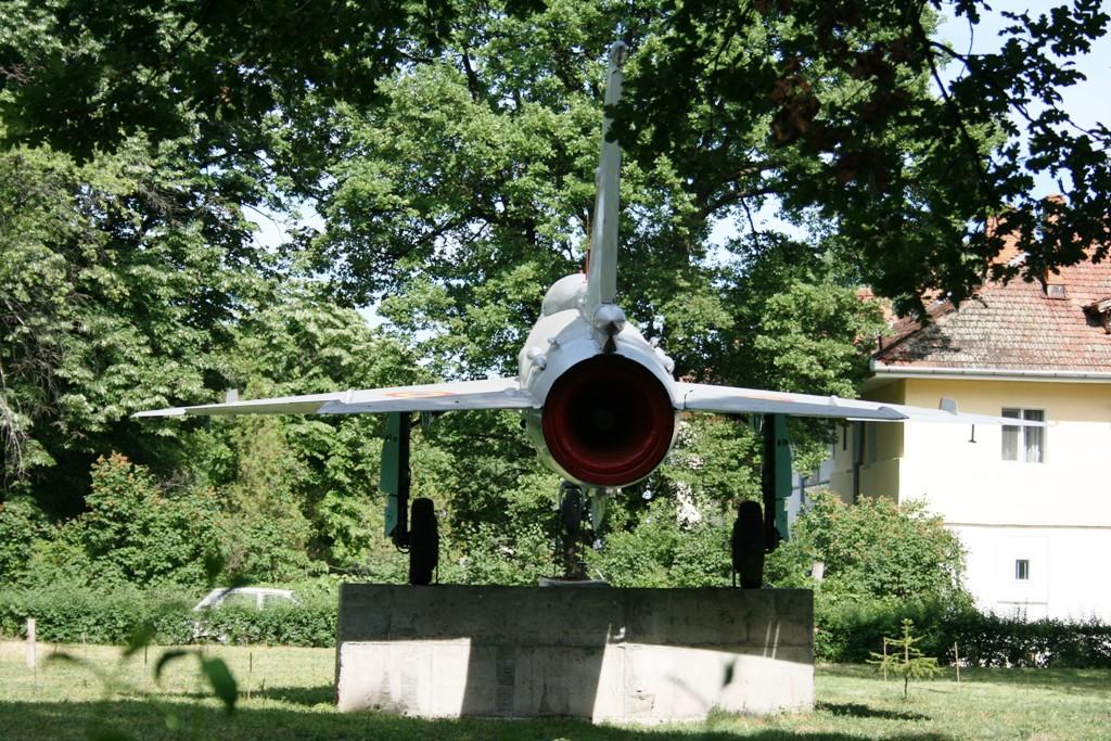 MiG-21 expus la Deveselu (Colonia aviatorilor) IMG_8918_zps45221c33