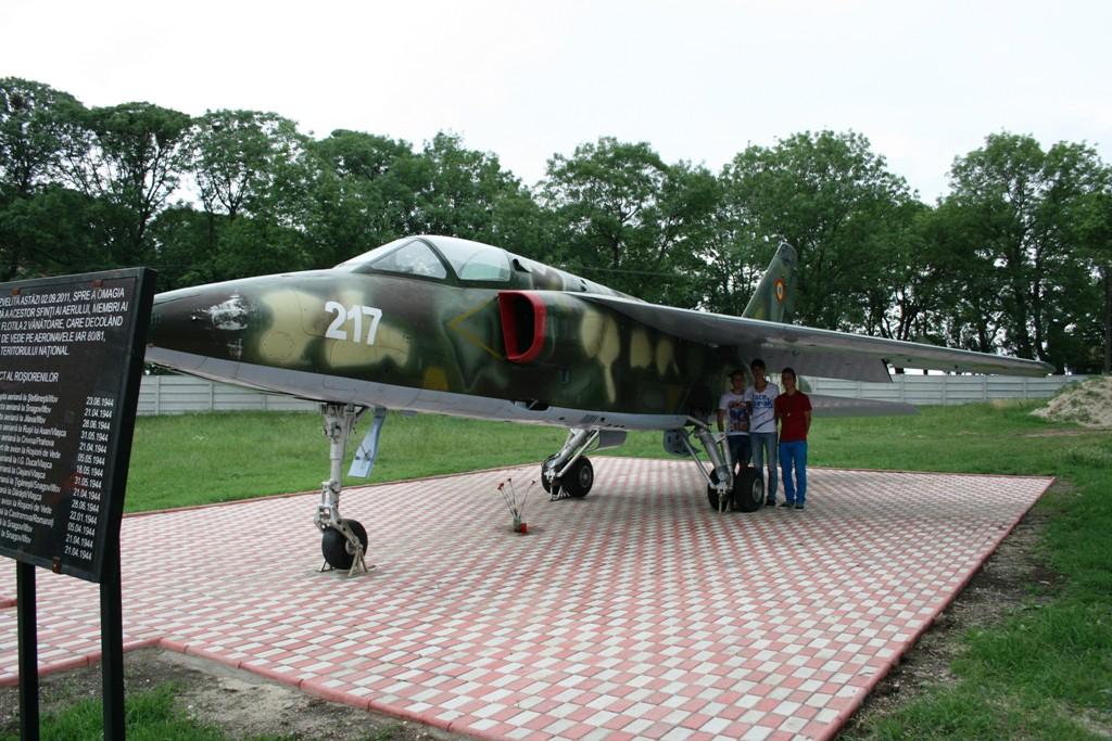 IAR-93 expus la Rosiorii de Vede - Pagina 3 IMG_9126_zpsccd8e0c4