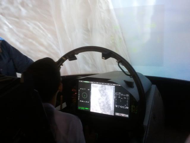 Veja como funciona simulador de voo do caça F-18 da Boeing Photo17