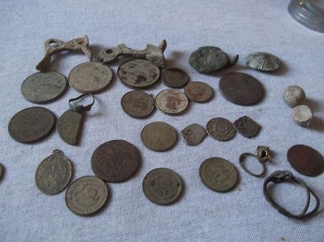 Tres monedas de plata en un mismo hoyo. DSCF1737_zpsrxj036cl