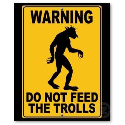 Análisis de DBZ por un ''intelectual'' Do_not_feed_the_trolls_poster-p228165106970194801t5ta_400
