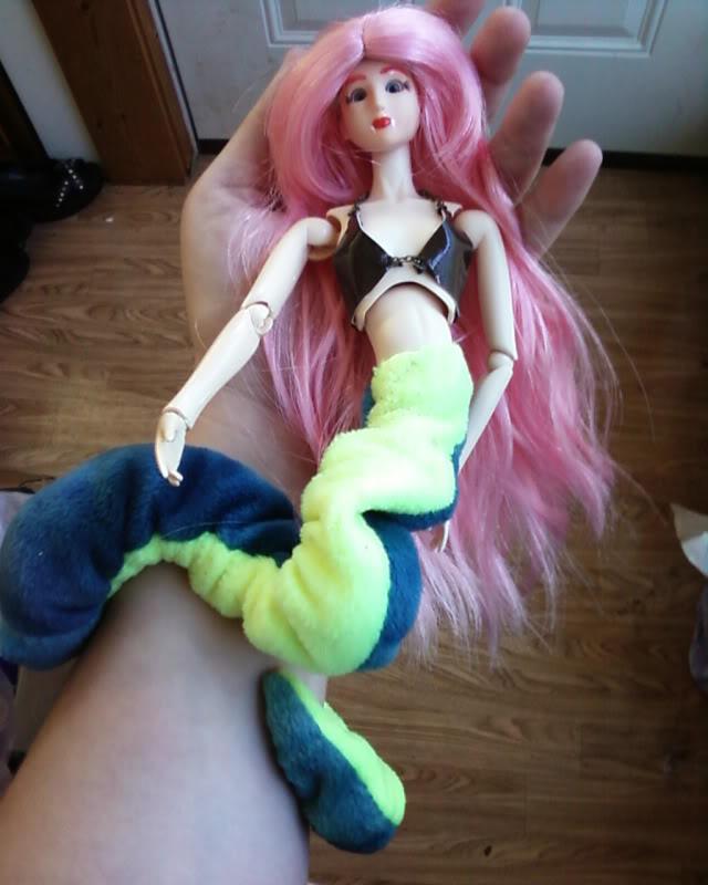 Lamia's doll family Lamia_bikini_top