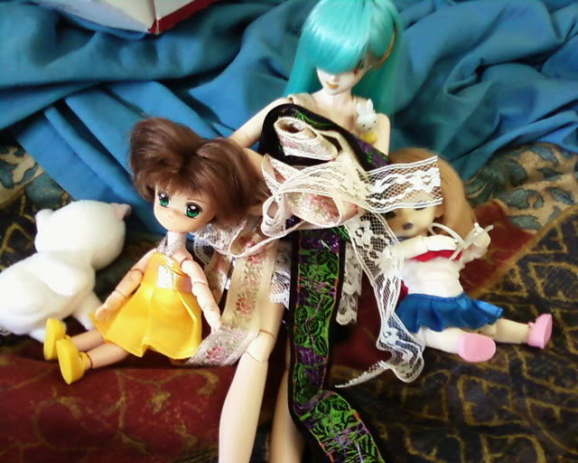 Lamia's doll family Oooh_lace