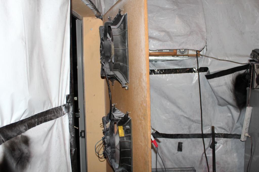 4ageboi's car painting garage..... IMG_1222