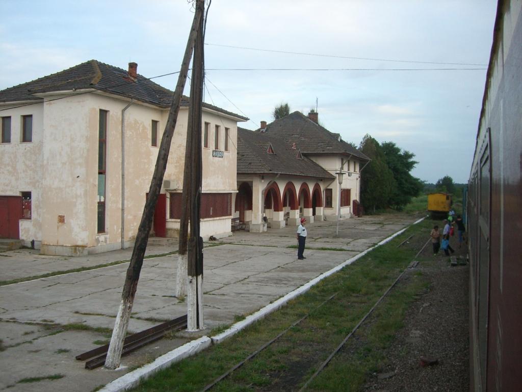 901 : Bucuresti Nord - Titu - Pitesti - Piatra Olt - Craiova - Pagina 3 CIMG8585-1