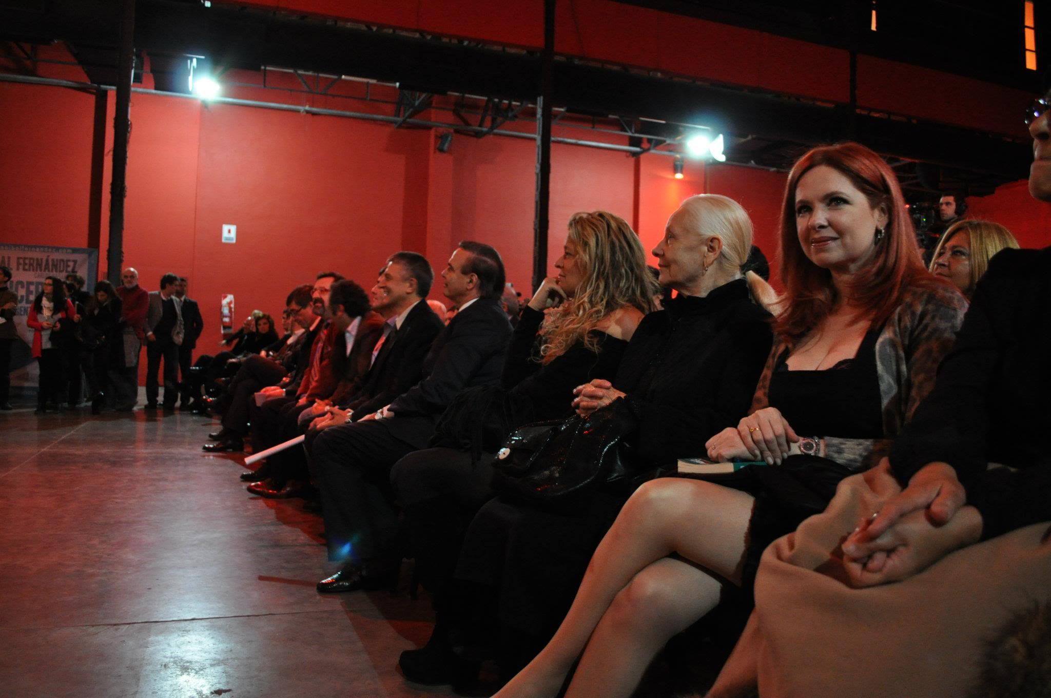 Фотографии и скрины 2012 - Página 2 479291_337111499684907_152726434790082_887155_1519410694_o