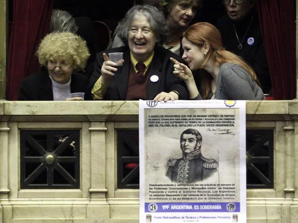 [02/05/2012] Andrea en el Congreso durante la aprobacion de la expropiación d YPF 535361