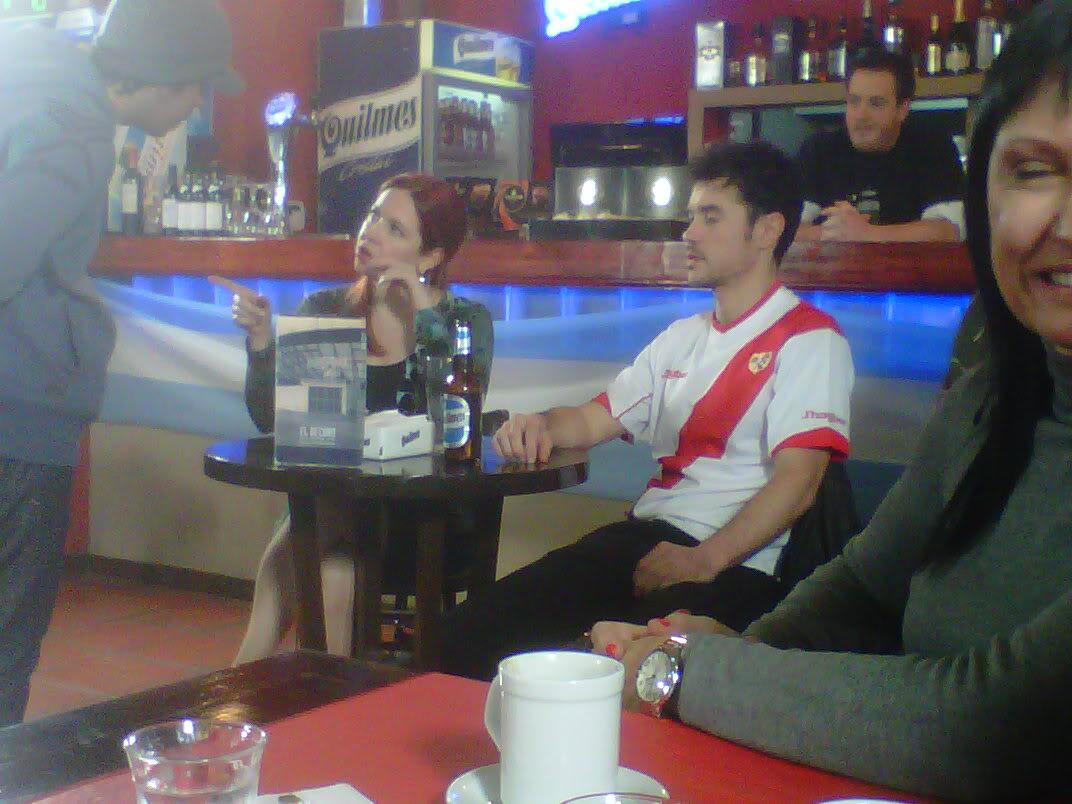 [25-05-2012] Andrea del Boca filma un documental sobre la historia del Quilmes Atlético Club Andreadelboca1