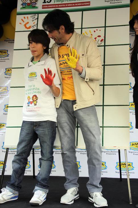 Аргентинские теленовеллы 2012 - Página 13 Solidaridad-AMCA-Htal-Ricardo-Gutierrez-83