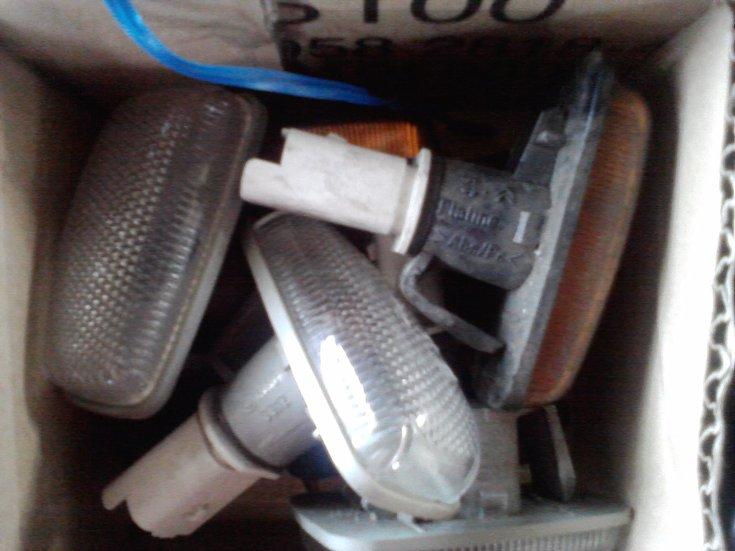 [ SE VENDE ] Material variado 306. Plafones, interruptores, logos,... Cajadechuches28429