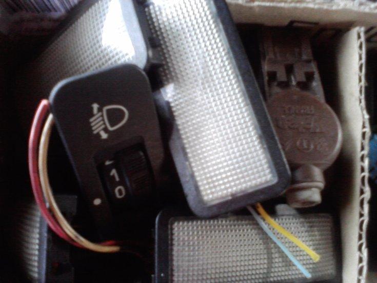 [ SE VENDE ] Material variado 306. Plafones, interruptores, logos,... Cajadechuches28729