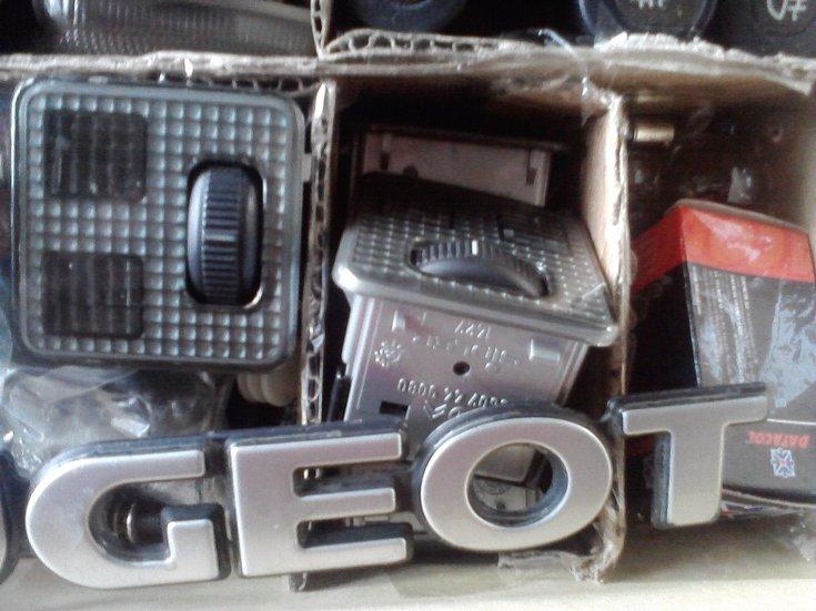 [ SE VENDE ] Material variado 306. Plafones, interruptores, logos,... Cajadechuches28829