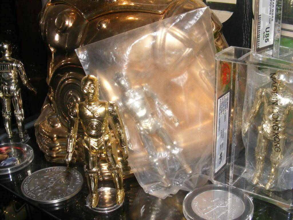 Sep 2013 Ikea Deltof C-3po Set up & Vintage C-3po Moc Shelfs 327_zps05d05e1e