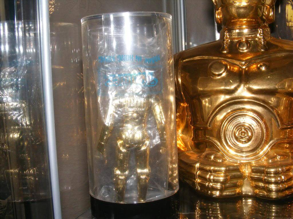 Sep 2013 Ikea Deltof C-3po Set up & Vintage C-3po Moc Shelfs 335_zps28e282e9