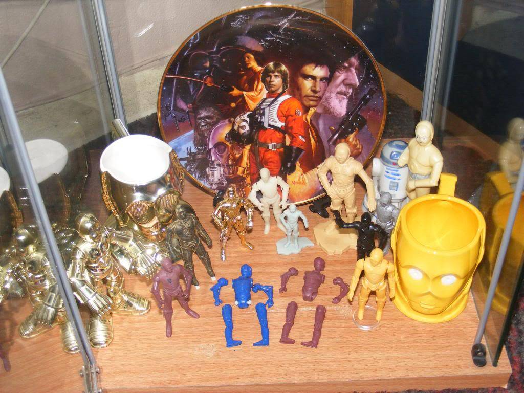 Sep 2013 Ikea Deltof C-3po Set up & Vintage C-3po Moc Shelfs 344_zpsc2f7e065