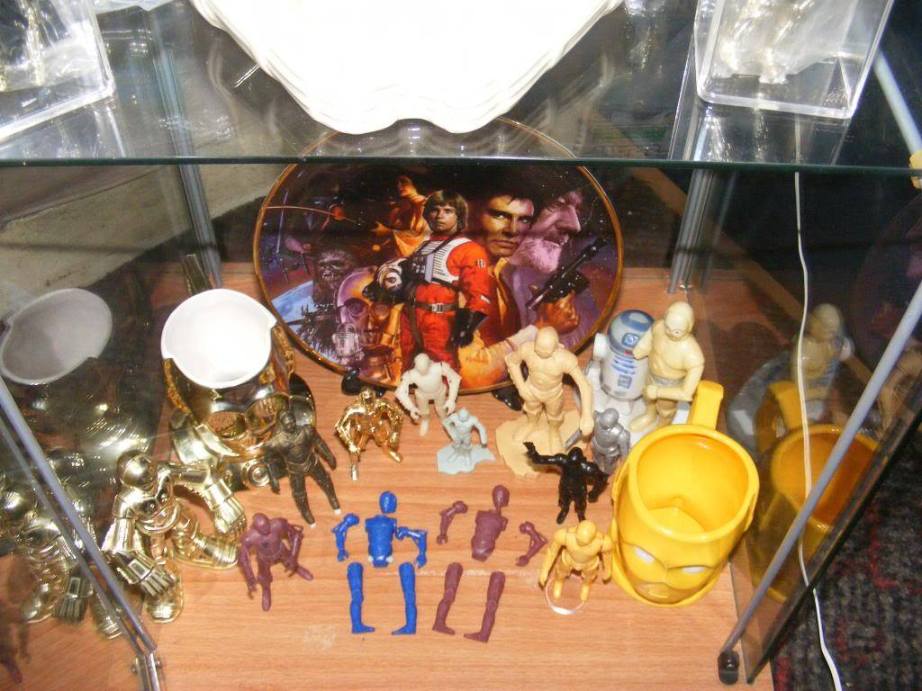 Sep 2013 Ikea Deltof C-3po Set up & Vintage C-3po Moc Shelfs 396_zps49364861