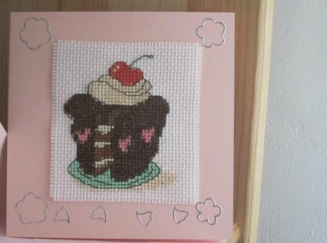 Felicitari cusute/brodate III - Pagina 10 Cupcake