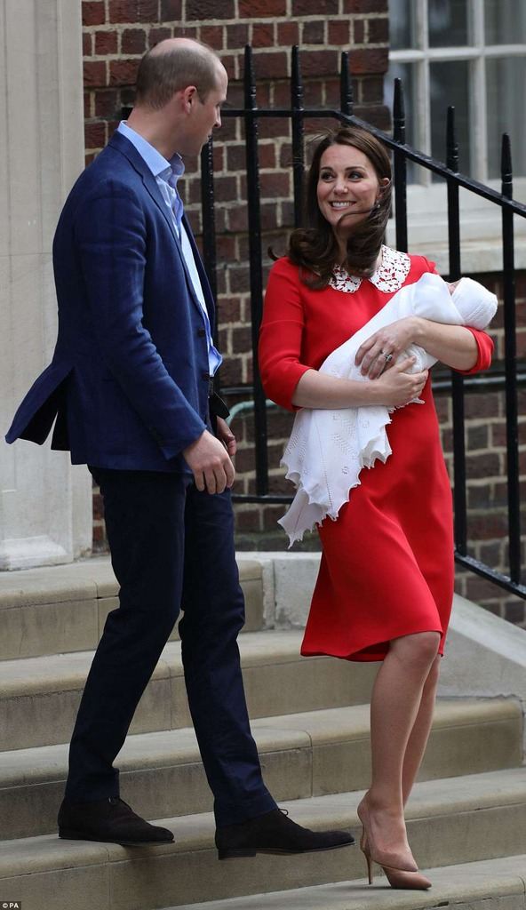 Royal Family news - Page 5 4B77A9AE00000578-5646889-Kate_looked_effortless_though_as_she_beamed_at_her_husband_while-a-1_1524548485777_zps9whdux9o