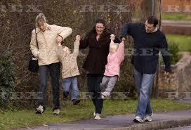 Swinging in Rothley...? ImagesJJ2FC6N4_zps5gyprecy