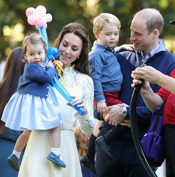 Royal Family news - Page 2 The-duke-and-duchess-of-cambridge-with-children-princess-charlotte-and-prince-george-attend-a-childrens-party-for-military-f_zpsfsl81ryr