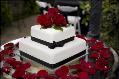 From Paris with love - Page 3 Wedding-cake-red-roses_zps8fbdf2a3