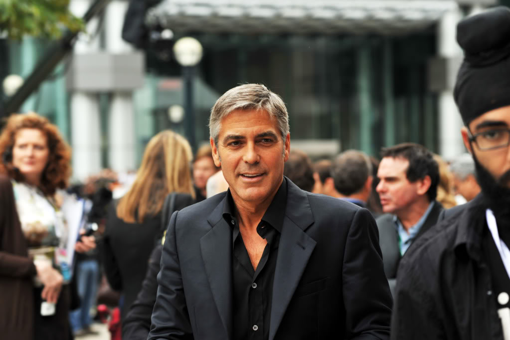 George Clooney George Clooney George Clooney! - Page 6 George_Clooney-4_The_Men_Who_Stare_at_Goats_TIFF09