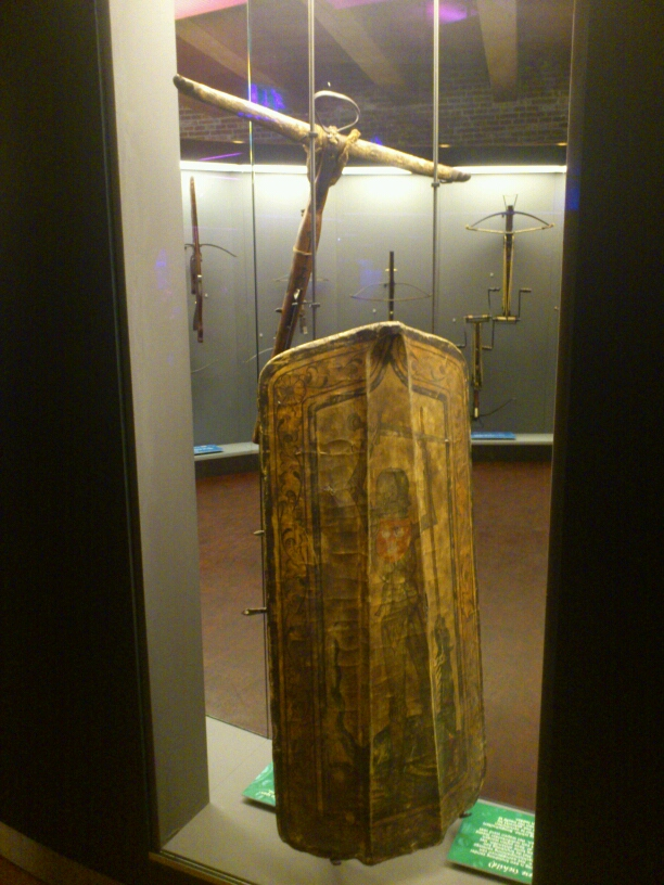 14th Century pavise Mms_img-950260123