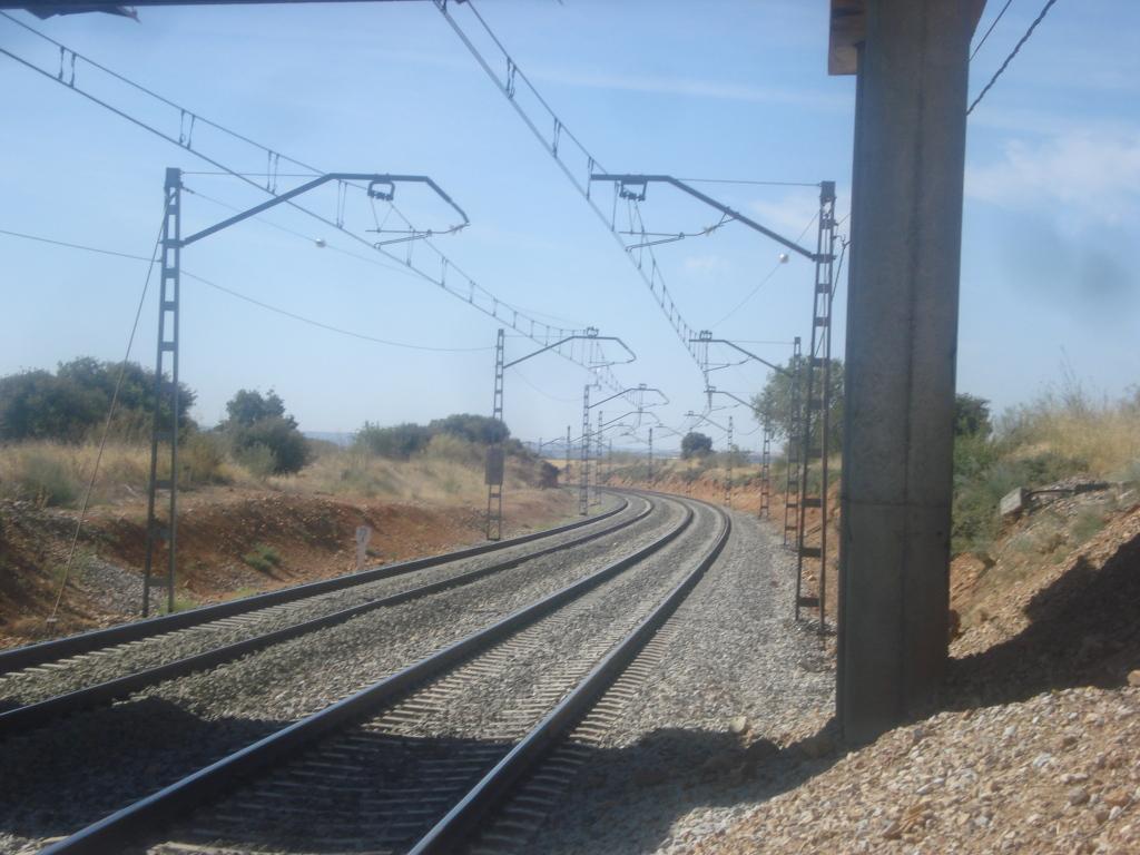 Línea Madrid-Guadalajara-Zaragoza-Tarragona-Barcelona (Ancho Nacional) - Página 2 DSC00487_zps2c5493a8