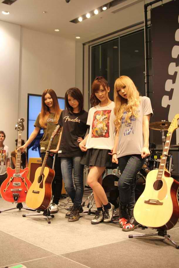 UNIQLO × Fender Launch 76385_zpsa701e675