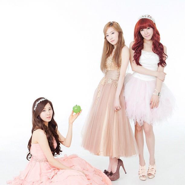 TaeTiSeo @ KBS Hallyu Magazine (K-Wave) 215824_482752098414397_599635173_n