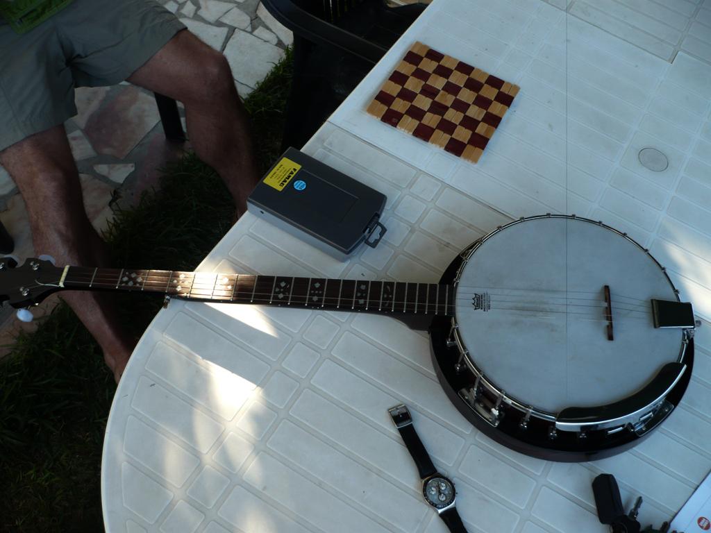 Acoustic Corner Banjo1