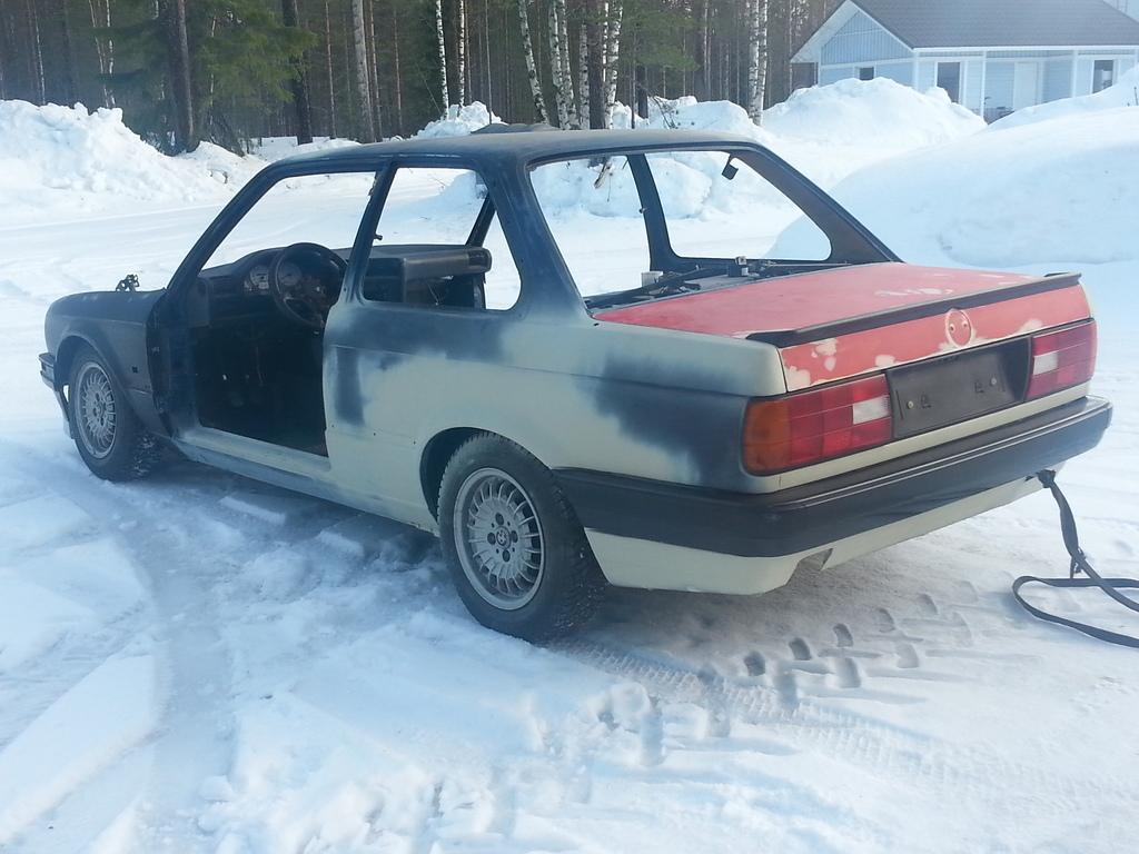 petezki: BMW E30 Brillantrot 20150220_142931_zps14hyef5n