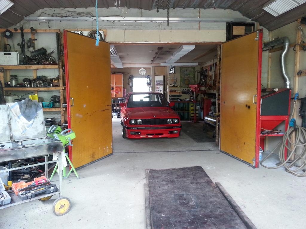 petezki: BMW E30 Brillantrot 20150618_180128_zpsplplwk47