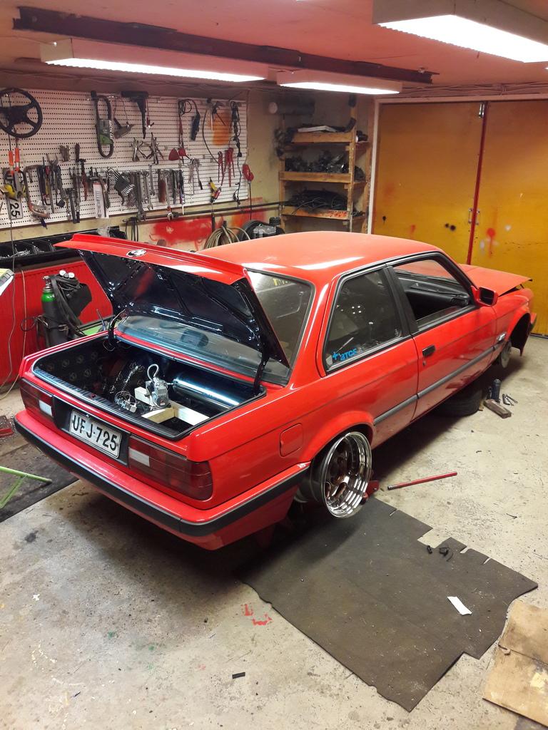 petezki: BMW E30 Brillantrot 20161119_192822_zpsbyfjsbnu