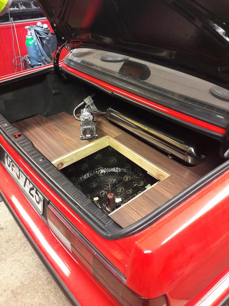petezki: BMW E30 Brillantrot 20161201_173436_zpszpuop6xf
