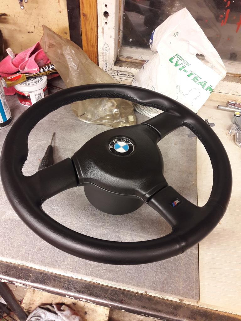 petezki: BMW E30 Brillantrot 20161221_175615_zpsadkxkd4w