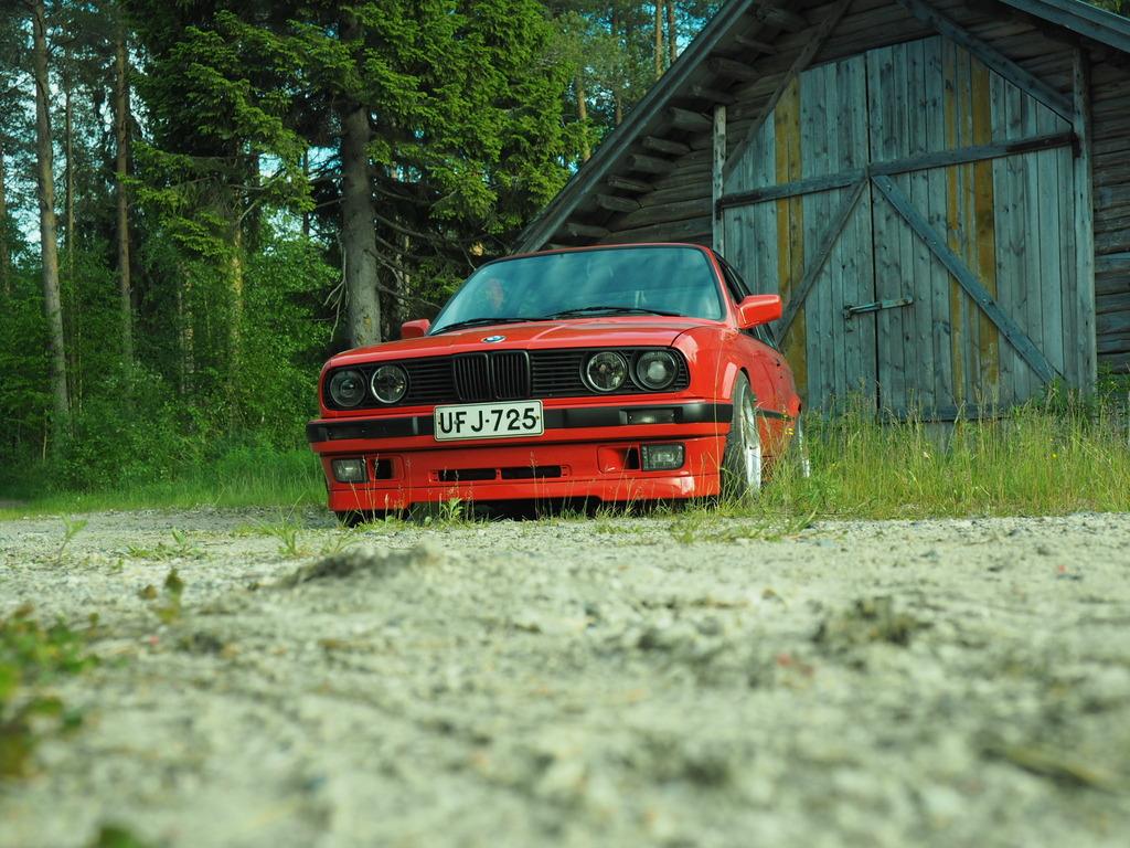 petezki: BMW E30 Brillantrot OI000015_zpskrgje4b7