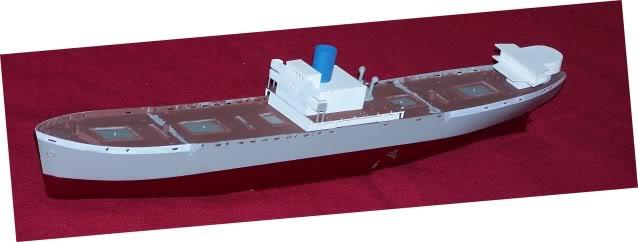 Reconversion d'un Liberty Ship en cargo civil - Page 5 100_4235