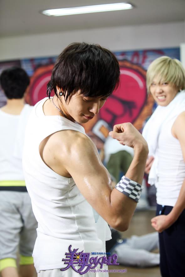 "[RANDOM] Deikse mou ton ""Bias"" sou..na sou pw poios eisai!!!! Yonghwa1"