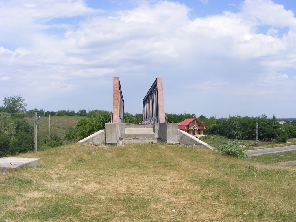 Proiectul caii ferate Harlau- Botosani DSCF3807_zpsa2g19qpl