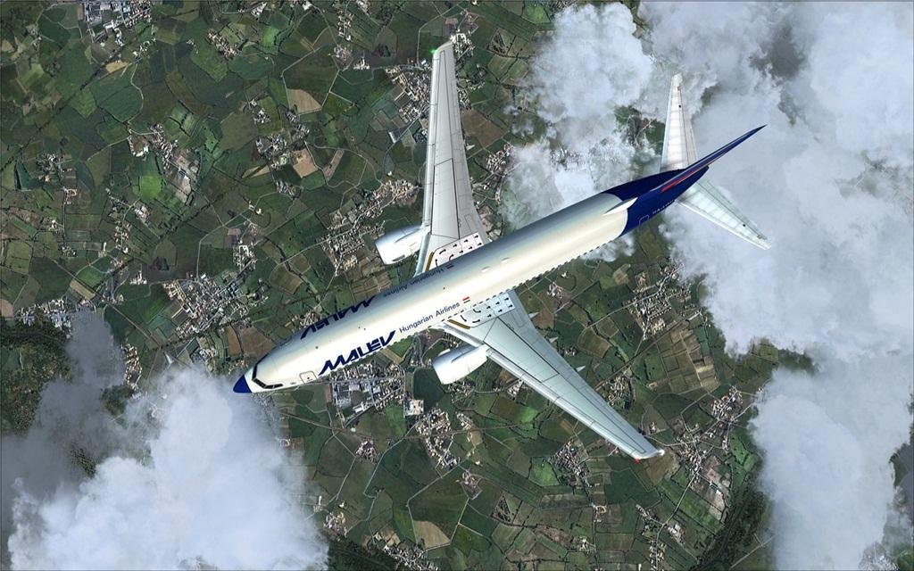 Boeing 737-800 Malev 13-12